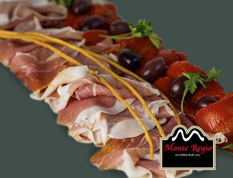 Loncheado de jamón serrano #MonteRegio con pimiento rojo y aceitunas ¡Delicioso!