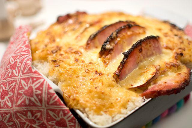 Kassler gratin with rice and chutney