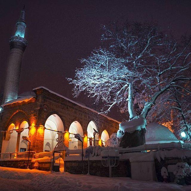 #bursa #camii #fotografheryerde #geziyorum #travelingram #photooftheday #mosque #benimgozumden #instamood #instaturkey #turkportal #turkobjektif #fotografturkiye #altinkare #objektifimdenyansiyanlar #anadolugram #architecture #tb #bursada #night #bursayasam #aniyakala #snow #winterphotography #fotograf #kadrajimdan #objektifimden #travelgram #turkinstagram #erdinçaltun