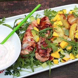 Baconlindad lax med nektarinsalsa och rosmarinrostad potatis