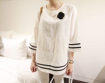 Today's Hot Pick :ダブルラインロングTee【NIPONJJUYA】 http://fashionstylep.com/SFSELFAA0008098/righthjp/out 無駄な装飾を抑えたシンプルなデザインにダブルラインを施してアクセントをつけたシンプルなTシャツです。 極シンプルなデザインだからこそ、合わせるアクセやシューズなどのアイテム次第で表情がガラリと変わるので、自分らしい着こなしが叶えます*★ お尻がすっぽり隠れる丈感なのでチュニック感覚でレギンスに合わせても◎ コットン100%で優しい肌触りが心地良い一枚です。 身長によって着丈感が異なりますので下記の詳細サイズを参考にしてください。 ◆色: アイボリー