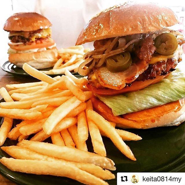おはよございます☀️ 18(木)19(金)と友人の結婚式のためお休みいただきます 本日もスタートです🍔🍺🍔🍺🍔🍺 #heap #heapburgerstand #okayama #heapburgerstand #hamburger #burger#burgertime #burgerporn #burgerlove #ヒープ#岡山#ヒープバーガースタンド #バーガー#🍔#🍔🍟 #🍔🍺#岡山ランチ #岡山カフェ #岡山グルメ #岡山ディナー #Repost @keita0814my (@get_repost) ・・・ マックのハンバーガーじゃ物足りなかった #HEAP #ハンバーガー #肉