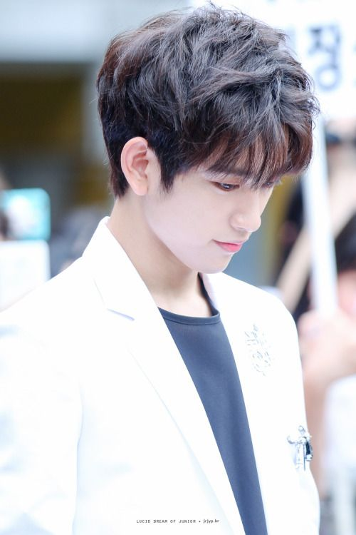 i don't pin enough jinyoung this dude is ethereal