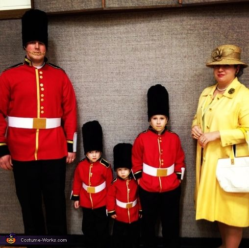 The Queen and her Royal Guards - Halloween Costume Contest via @costumeworks