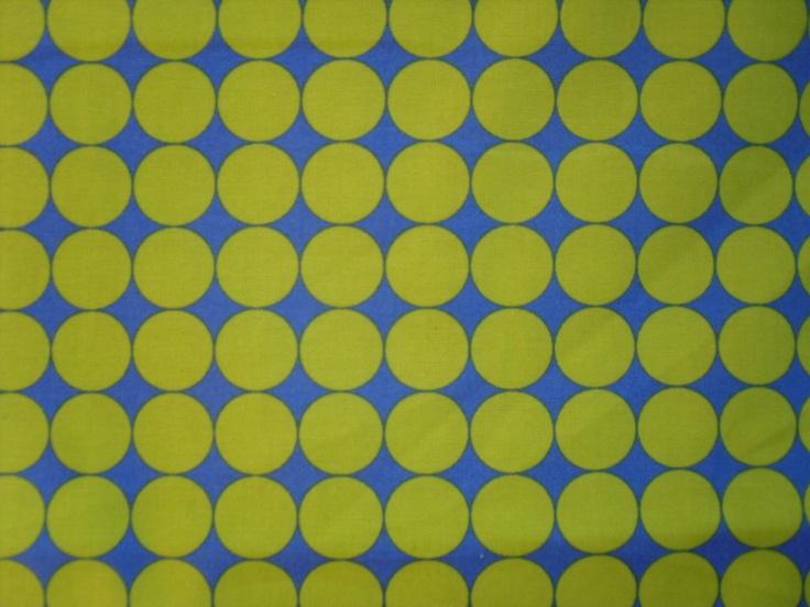 Toller Stoff von Moda Circles Hoopla....schöner Druck mit Grünen Punkten auf blauem Grund.  Die Punkte haben einen Durchmesser von 2cm    Der Stoff fü