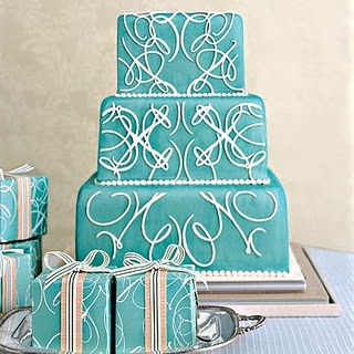 How deliciously blue!!  Love the smaller gift box cakes!