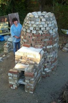 How to build a functioning wood-fired pottery kiln (this one is so cute, like a beehive !)