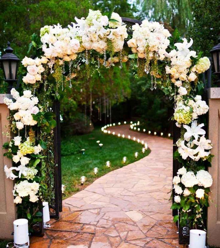 Flores alrededor de la puerta del jard n 1 planras - Puertas para jardines ...