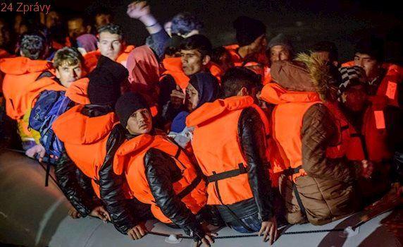 Neziskovky se paktují s pašeráky migrantů? Italský premiér s obviněním souhlasí