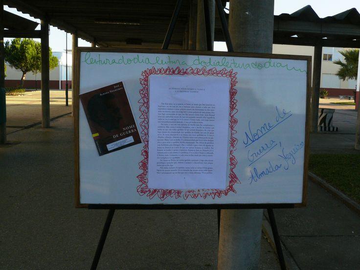 Quadro de citações, frases, pensamentos, humor, anedotas que pretende animar o corredor da Escola Secundária Marquesa de Alorna e é preenchido pela professora-bibliotecária.