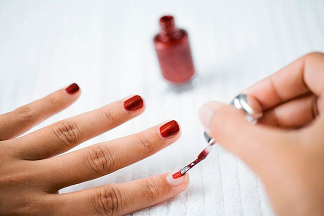 Non-Toxic Nail Polish Guide. What potential health hazards are lurking in your nail polish? #NaturalBeauty
