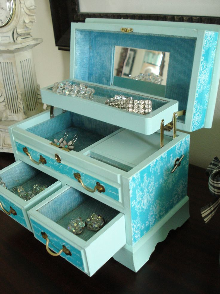 Vintage Upcycled Hand Painted and Decoupaged Tiffany Blue Musical  Jewelry Box