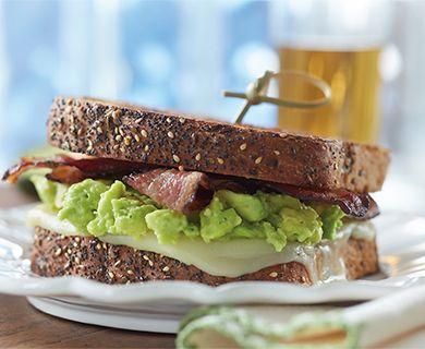 Bacon, Avocado and Mozzarella Sandwich with Tre Stelle® Mozzarella Cheese Slices #sandwich #lunch