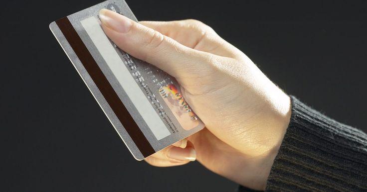Devo informar o código de segurança do meu cartão de crédito?. Ao informar o seu código de segurança do cartão de crédito -- também chamado de código CVC2, CVV2, CID2 ou CID -- um ladrão terá tudo que precisa para estourar o seu limite em compras online. O código CVV2 é uma das muitas proteções contra ladrões de cartão de crédito, portanto não o informe por nada. Quando possível evite situações que necessitem ...