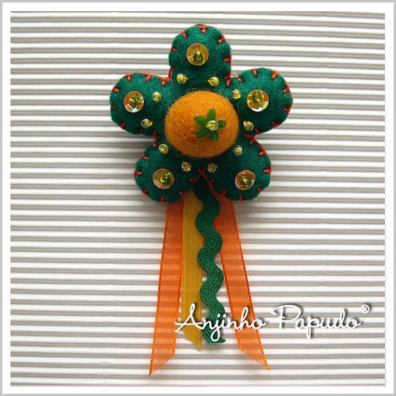 Green and Yellow Flower brooch by anjinhopapudoshop on Etsy.