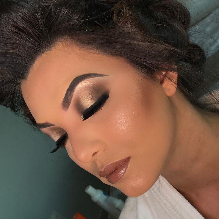 Minha Noivinha de ontem com Pálpebra luz  Cursos:  1- BÁSICO PARA INICIANTE VIP  2- PROFISSIONAL AVANÇADO VIP  INFORMAÇÕES E AGENDAMENTOS (62) 992478008 / 32150778  #curso #whorkshop #makepro #love #fallow #instalove #instamake #clean #olhotudo #makeup #meumundo  #boanoite #sigma #photogrid #sugestao #mac #dermacol #sugestao #carnaval2017 #inspiration #job #lehpequenomakeup #video #anastasiabeverlyhills #anastasiabrow #hudabeauty #makebyymarvin