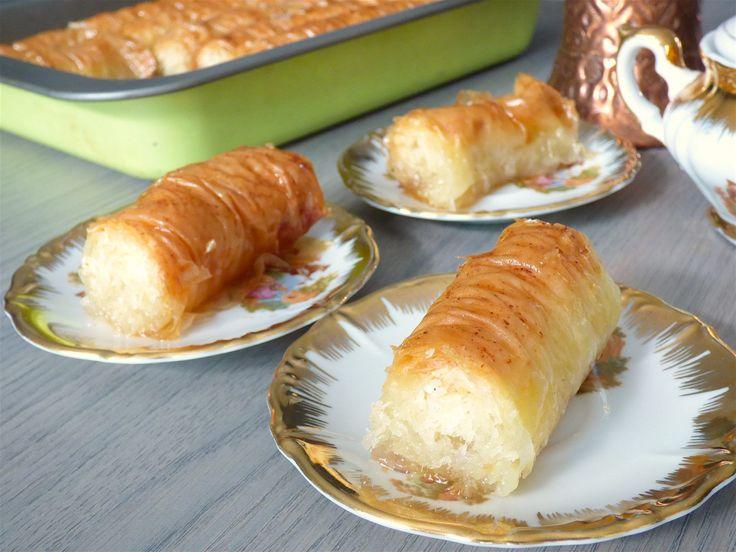 Une délicieuse Baklava Rolls à la noix de coco et aux amandes effilées. Simple et rapide pour un dessert délicat. Recette pas à pas avec photos.