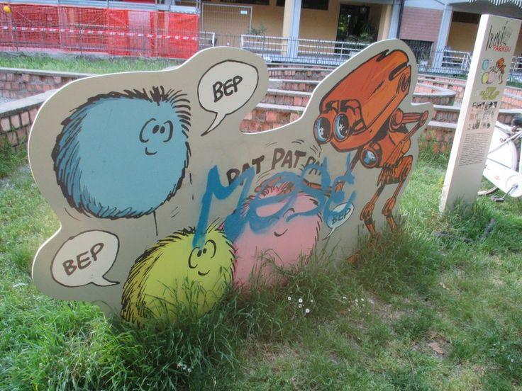 Bonviparken, imbrattate i pannelli con le vignette - Foto e video - Gazzetta di Modena