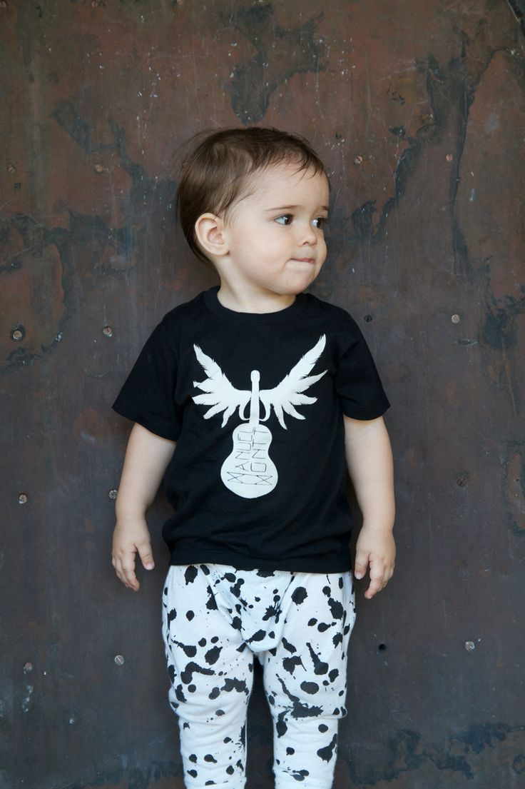 Manuel Montt organic signature winged guitar kids tee