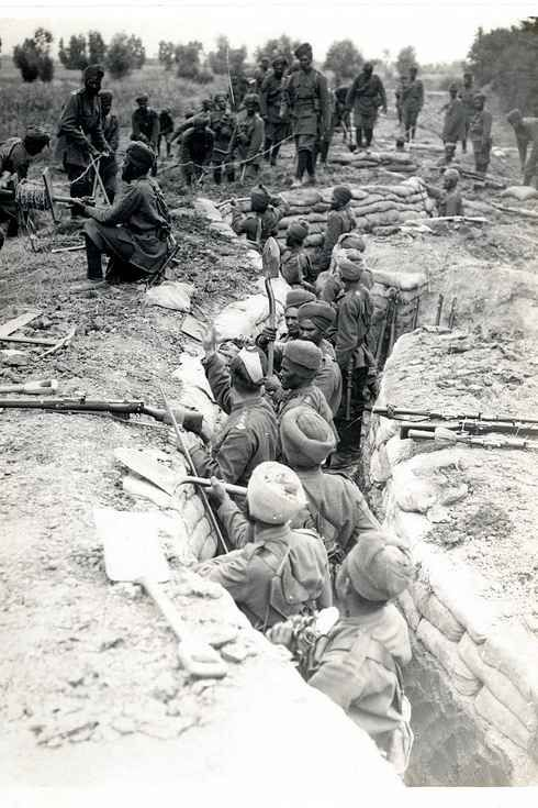 world war i from both trenches essay Similarities of the world wars there have only been two world wars in the history of the world both wars had a variety of things in common between fighting conditions of world war i: • as a result of the trenches in wwi, soldiers, who lived in the trenches.