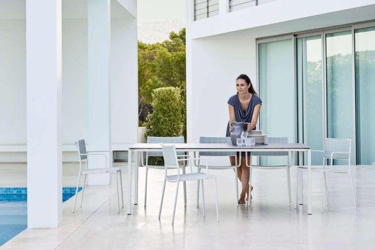 LESS DINING Cane-line krzesła ze stołem PURE