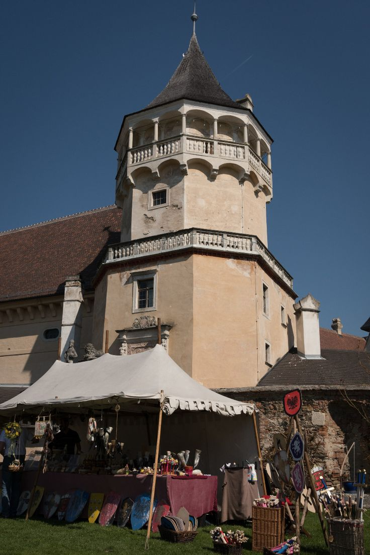 Märchenhafter Geier-Sturzflug - Renaissanceschloss Rosenburg :: Bustiger