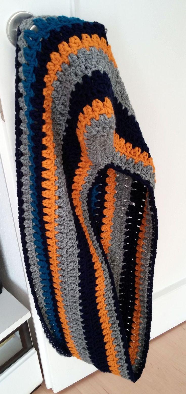 """Das Wort """"Scoodie"""" setzt sich aus demenglischen Wortfür Schal (scarf) und Mütze (hoodie) zusammen und ist eine echt praktische Alternativezur üblichen Mütze-/Schalkombi:) Eine wunderbare Anleit..."""