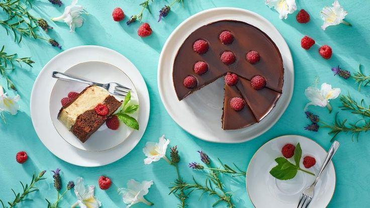 Inšpirujte sa receptom Adriany Polákovej na výborné zmrzlinové brownies s malinami! Recept nájdete v Lidl Cukrárni na stránke kuchynalidla.sk.