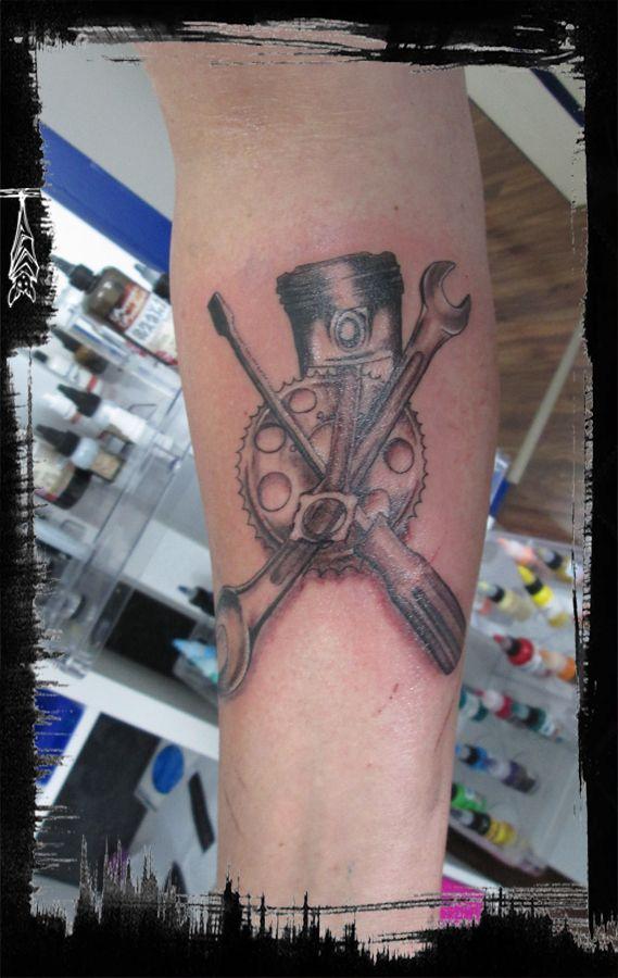 Tools craft tattoo    Werkzeug und Kolben Tattoo mit Zahnrad
