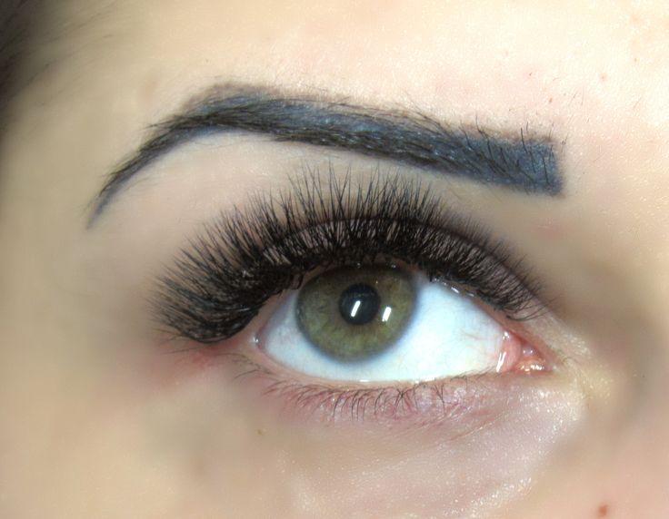 Eyelash Extensions in New York - NYC, Manhattan, Brooklyn, Queens, Long Island, Bay Ridge. Professional eyelash stylist. Best deals in Brooklyn.