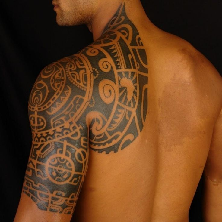 diverse Motive aus der Maori Kultur stechen lassen