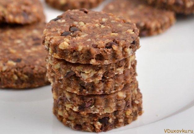 сыроедческое печенье с кэробом и орехами