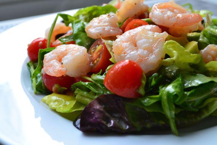 Een heerlijke zomerse salade: avocado-tomatensalade met garnalen