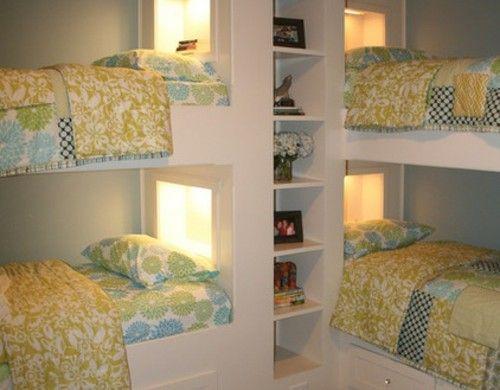 Kinderzimmergestaltung Zwei Etagenbetten Schmales Offenes Regal