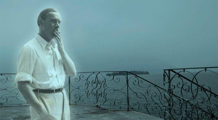 Ерих Мария РЕМАРК: Любовта заслепява мъжа и прави жената по-зорка