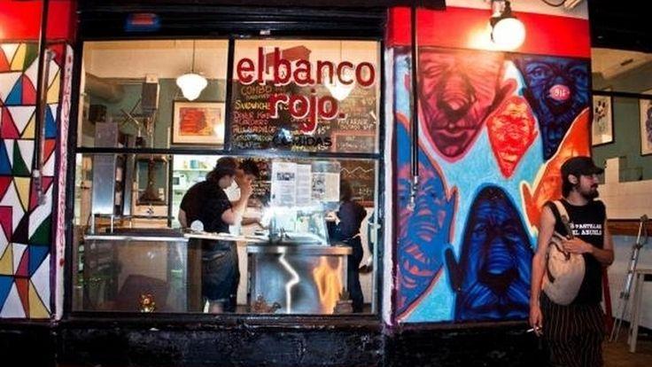 El banco rojo. Restaurante de comida Variada ubicado en Bolivar 866, San Telmo.