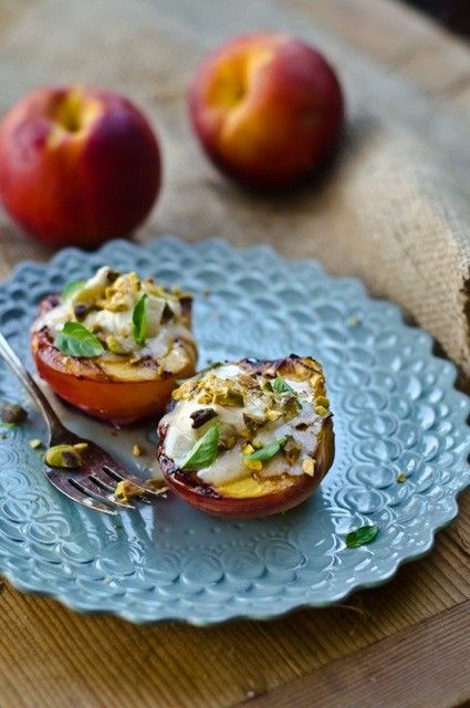 grilled peaches with mascarpone andhoney