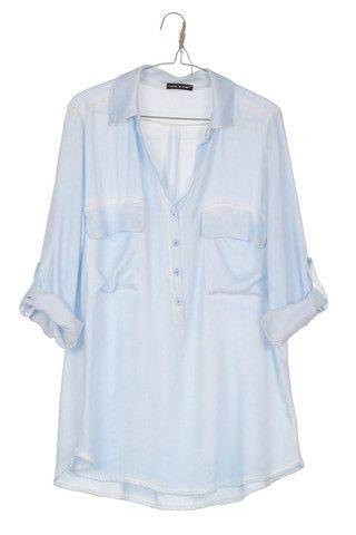 Bo-Star - Camisa TIE DYE azul claro Espectacular camisa en azul bebé desgastada en costuras,bolsillos y el cuello. Super cool para combinarla con minifalda y shorts