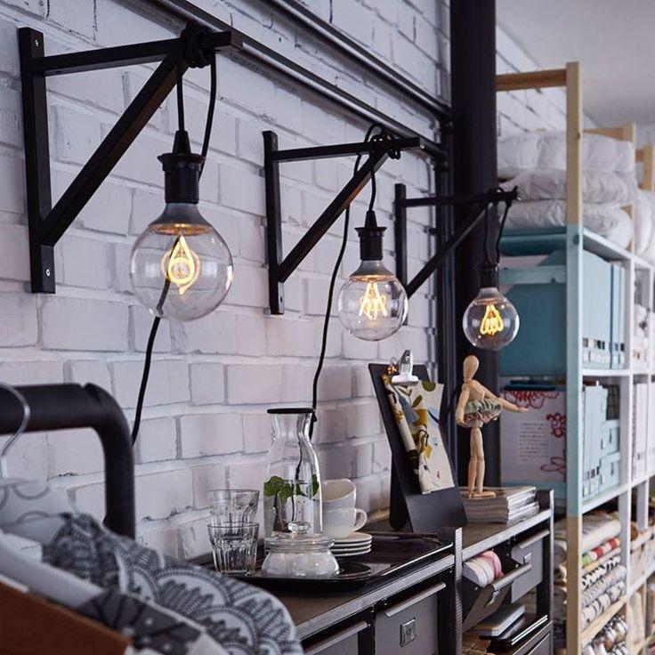 Lys upp med LED! Med hjälp av en konsol och en lampa kan du skapa ett personligt uttryck i ditt hem. Behåll konsolen som den är eller måla den i någon färg du tycker om. Enkelt, snyggt och stilrent! #led #nittio #ekbyvalter #lampa #ikea #ikeakungenskurva
