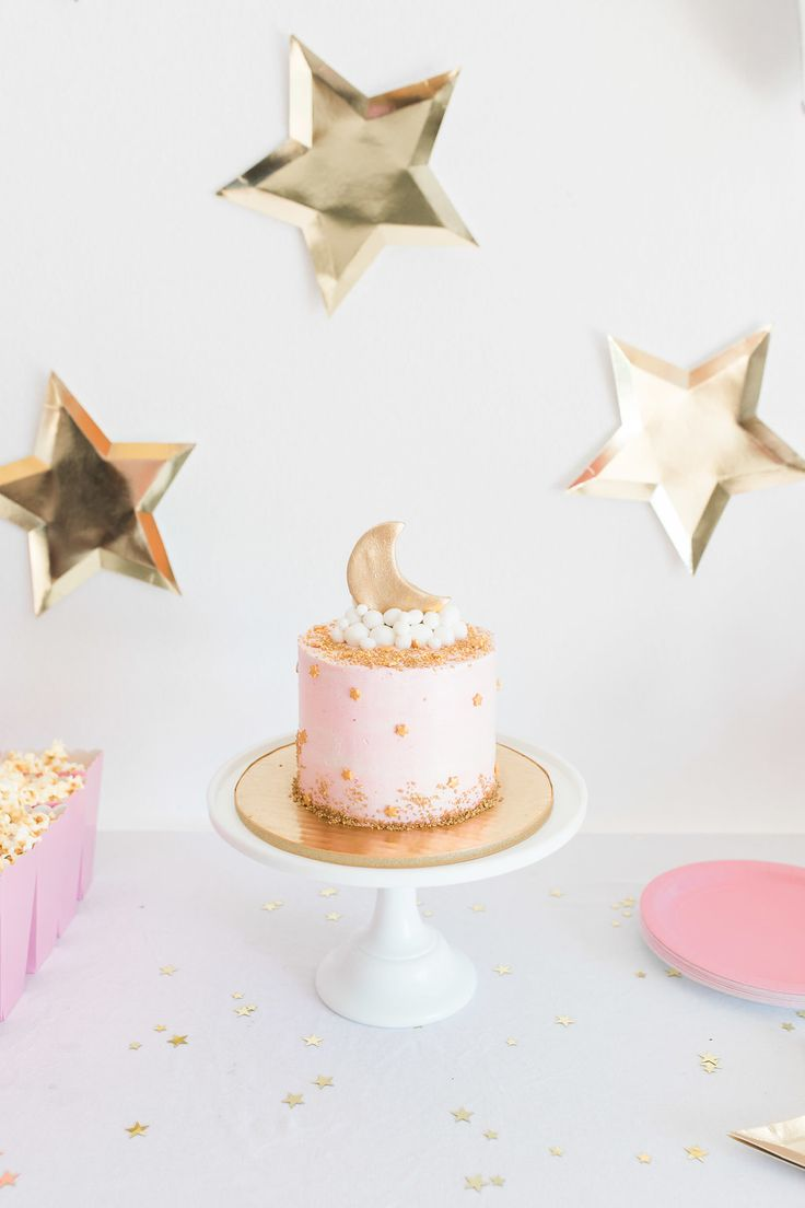 OMG I have been on my toes waiting to share this party post with you guys for weeks!!!! I am so excited to team up with Lauren Conrad to reveal Claire's Twinkle Twinkle Little Star party! From gold confetti stars to pink star cookie favors, I cannot wait to reveal the magical party details with …