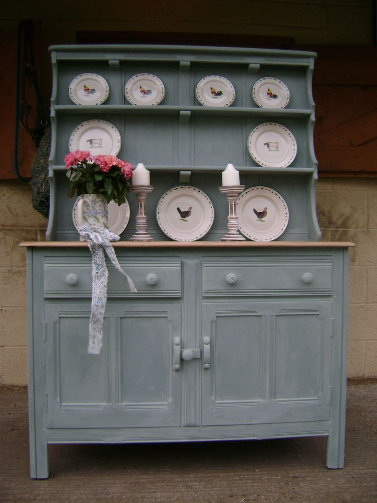 Ercol Dresser painted in Annie Sloan 'Duck Egg Blue'. Not so keen on this look.