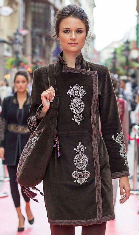 Представляю вашему вниманию подборку необычных пальто, украшенных разнообразной декоративной вышивкой или интересными элементами отделки. Честно скажу — долго не могла найти интересные фотографии, но наконец напала на след...