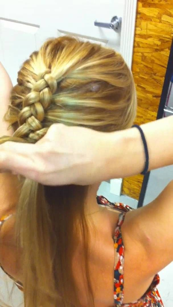 YOU CAN ACTUALLY SEE THE HAIR, NOT JUST HANDS AND ARMS:  Reverse French Braid