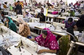 Ik doe mijn onderwerp dus over kinderarbeid. Over kinderen die geboren worden om te werken. De kinderen moeten minstens 12 uur per dag werken en de fabriek waar ze werken is erg onveilig.