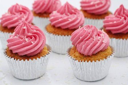 Vanilje cupcakes med skyr og hindbær frosting