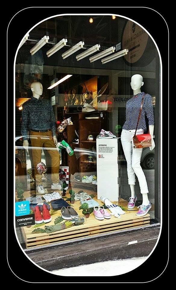 * NEW EASTER WINDOW * Το κατάστημά μας άλλαξε την βιτρίνα του εν όψη Πάσχα τόσο με μοντέρνους όσο και κλασσικούς κωδικούς σε ρούχα, παπούτσια και αξεσουάρ. Κορυφαίες εταιρείες στο χώρο την ένδυσης, της υπόδησης και γενικά της μόδας ενώθηκαν και δημιούργησαν εξαίρετες στιλιστικές απόψεις και προτάσεις. Σας περιμένουμε στο κατάστημά μας να δείτε και να δοκιμάσετε τις προτάσεις μας...  visit us at: www.wearhouse.gr