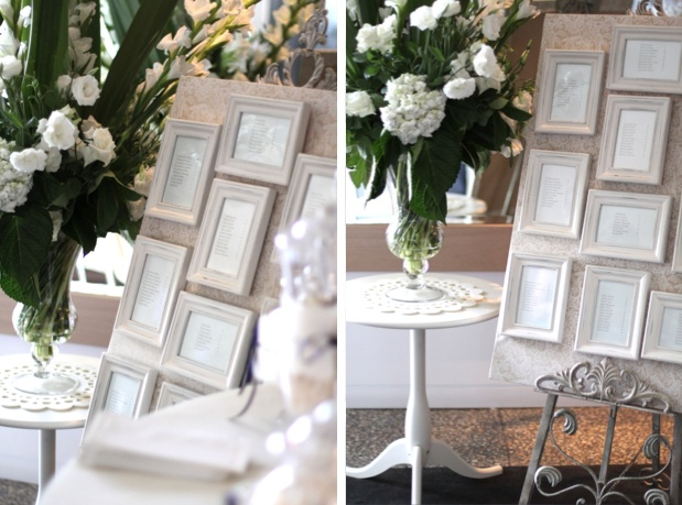 tischplan gerahmt, dazu passende tischnummern in rahmen runden das bild ab / framed seating plan, matching table numbers in frames complete the picture