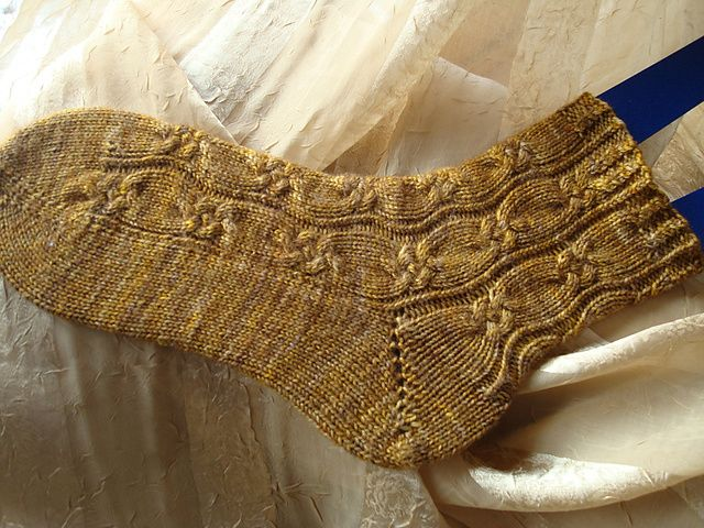 Ravelry: Bouton d'or socks pattern by Nicole Masson