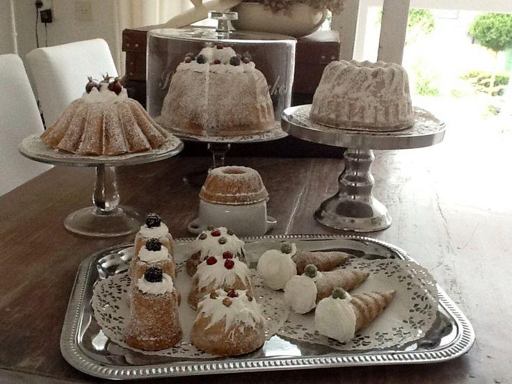 Tulbanden en gebak van zoutdeeg.
