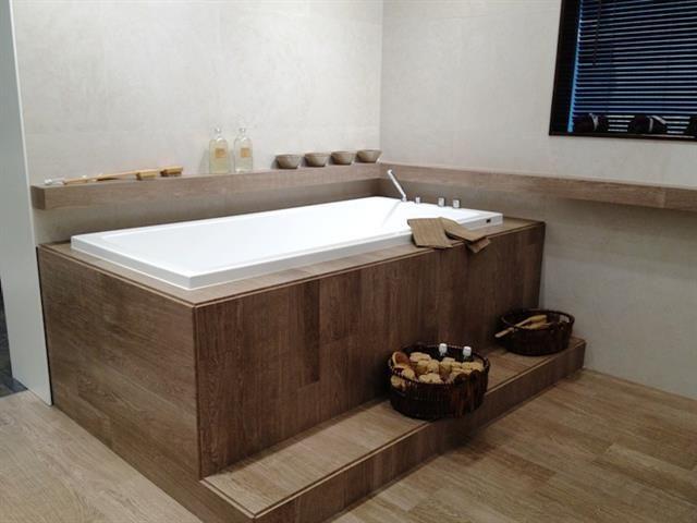 125603 salle de bain design et contemporaine baignoire. Black Bedroom Furniture Sets. Home Design Ideas